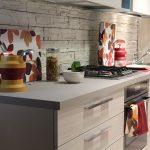 Küchenrückwände modern gestaltet: verschiedene Materialien im Überblick